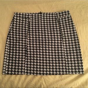 Black and White Houndstooth Mini Skirt w/ Zippers